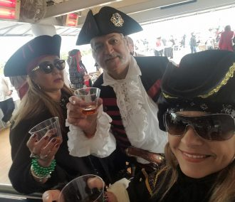 People with drinks on Gasparilla Invasion Cruise