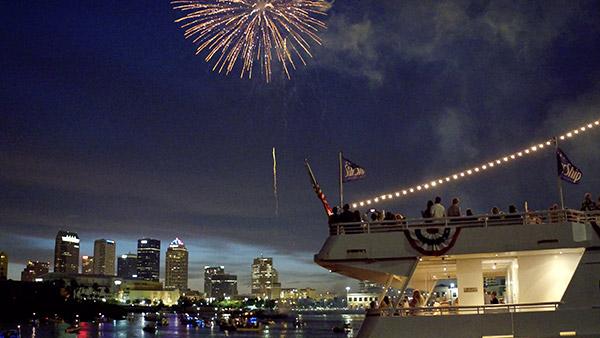 Yacht StarShip Fireworks Cruises 1